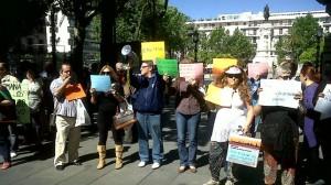 concentración delante Ayuntamiento Sevilla - eldiario.es